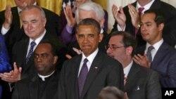El presidente Obama es acompañado de líderes empresariales, religiosos y políticos para hablar de la reforma migratoria, en el salón Este de la Casa Blanca.