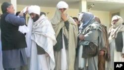 پیوستن گروه ١٠ نفری طالبان مسلح به دولت در قندهار