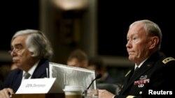 29일 미 의회에서 열린 하원 군사위원회 청문회에 마틴 뎀프시 미 합참의(왼쪽)과 어니스트 모니즈 미국 에너지 장관이 참석했다.
