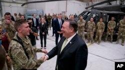 마이크 폼페오 미국 국무장관이 9일 아프가니스탄의 바그람 공군기지를 방문했다.
