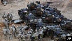 Ngũ Giác Ðài loan báo sẽ gửi thêm 800 binh sĩ cùng với nhiều xe tăng và thiết bị quân sự khác tới Nam Triều Tiên.