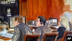 تصویر نقاشی شده از محمد هاکان آتیلا بانکدار ترکیه ای (نفر وسط) در جلسه دادگاه در شهر نیویورک - ۲۸ نوامبر ۲۰۱۷