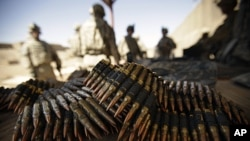 US Army soldiers stand near ammunition to be used at a shooting range at Camp Taji, north of Baghdad, Iraq, March 17, 2011 (file photo)