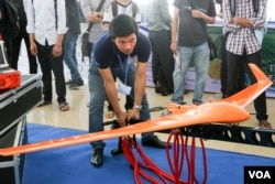 FILE - The display of technology products in the first Inno-Tech Festival Cambodia, an annual event to celebrate and showcase the country's social innovations and technology, in Phnom Penh on March 18, 2016. (Hean Socheata/VOA Khmer)
