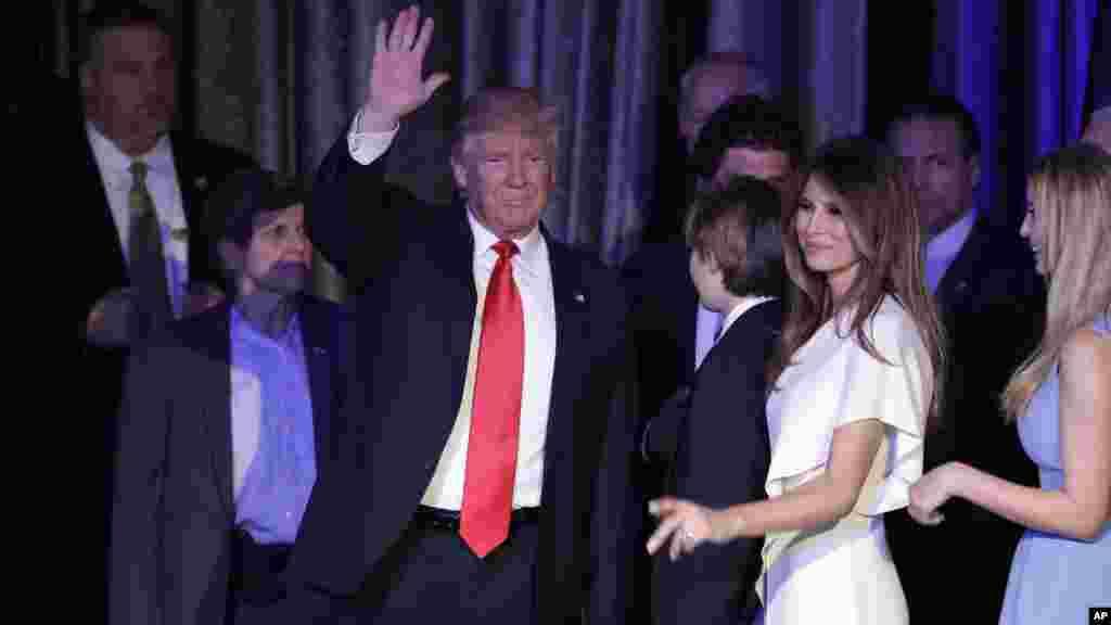 Le président élu Donald Trump avec sa fammille lors de son discours de victoire à New York, le 9 novembre 2016.