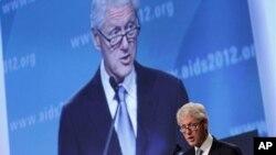에이즈 (AIDS) 국제회의에서 연설하는 빌 클린턴 전 미국 대통령