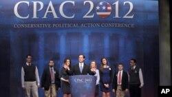 워싱턴에서 열린 보수주의 정치행동회의에서 연설하는 샌토럼 후보