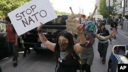 Участница протестов в Чикаго