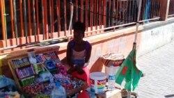 """Comerciantes informais em Cabo Verde """"sentem"""" crise e queixam-se de dias difíceis"""