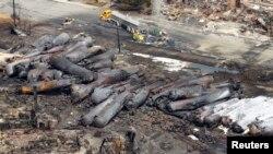 6일 캐나다 라크 메간틱 정류장에서 일어난 유류 화물열차 탈선 사고 현장.