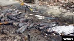 Взорвавшийся и выгоревший поезд, перевозивший нефть. Квебек., Канада. 8 июля 2013 г.