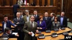 Poslanici u Skupštini Srbije uoči početka sednice Odbora za Kosovo i Metohiju