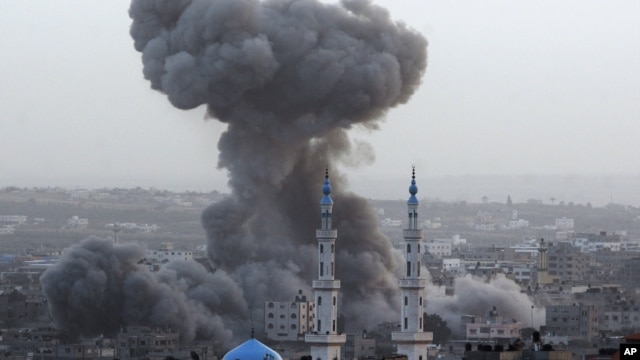Smoke rises after an Israeli forces strike in Gaza City, November 17, 2012.