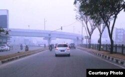 Hari Jumat pagi asap semakin tebal di Pekanbaru. (Foto: Arif RH)