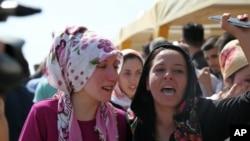 بستگان کشته شدگان در بمب گذاری اخیر در یک عروسی در ترکیه