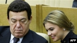 Иосиф Кобзон и Алина Кабаева в Госдуме РФ (архив)