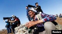Người Kurd ở Thổ Nhĩ Kỳ theo dõi cuộc chiến ác liệt ở thị trấn Kobani từ phía bên kia biên giới.