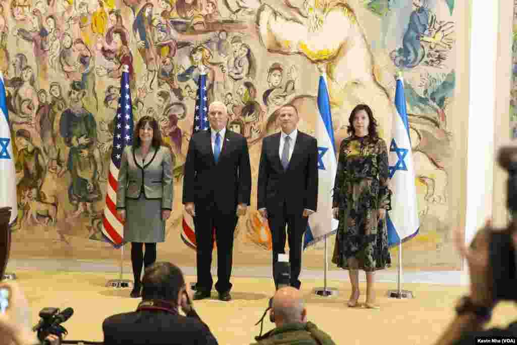 مایک پنس، معاون رئیس جمهوری آمریکا از پارلمان اسرائیل در اورشلیم در روز ۲۲ ژانویه در حاشیه سفر به این کشور، بازدید کرد. عکس: «کوین نه»، صدای آمریکا