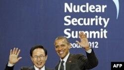 Президент Обама з господарем саміту з ядерної безпеки - президентом Південної Кореї Лі Мен Баком