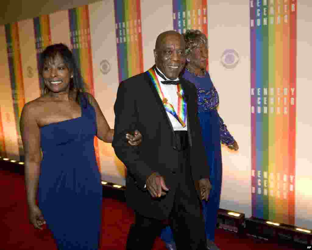 Buddy Guy arrives at the Kennedy Center for the Performing Arts for the 2012 Kennedy Center Honors Performance and Gala, Washington, December 2, 2012.