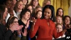 ស្ត្រីទីមួយអាមេរិក Michelle Obama ថ្លែងសុន្ទរកថាជាលើកចុងក្រោយក្នុងនាំជាស្រ្តីទីមួយអាមេរិក នៅសេតវិមាន ក្នុងរដ្ឋធានីវ៉ាស៊ីនតោន កាលពីថ្ងៃទី៦ ខែមករា។