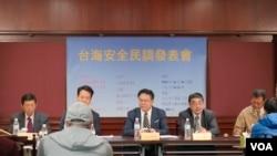 台湾国际战略协会周六(10月24日)发布民调显示,若中国出兵攻打台湾,有高达77.6%的台湾人愿意为台湾而战。(美国之音黄丽玲摄)