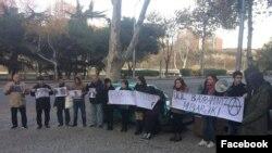 Tbilisidə etiraz aksiyası (Foto Əfqan Muxtarlının facebook səhifəsindən götürülüb)