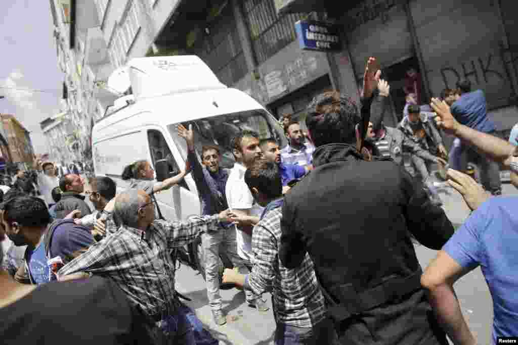 Okmeydanı'nda Uğur Kurt'un öldürülmesinden sonra protestolar devam ediyor