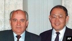 카자흐스탄에서 미하일 고르바초프 소련 대통령(왼쪽)과 만난 방찬영 박사.