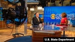 Sekretè Deta Mike Pompeo nan yon entèvyou avèk jounalis chèn televizyon CBS Dayle King nan vil New York, N.Y., nan dat 20 out 2019. [Foto State Department/Ron Przysucha/Public Domain].