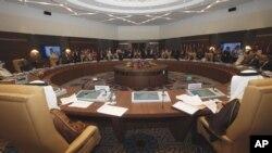 Ministros de los países de la Organización de Países Exportadores de Petróleo, reunidos en Argel, la capital de Argelia.