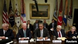 Mantan menteri-menteri luar negeri AS bertemu Presiden Barack Obama untuk membahas Kemitraan Trans-Pasifik (TPP) di Gedung Putih, November 2015.