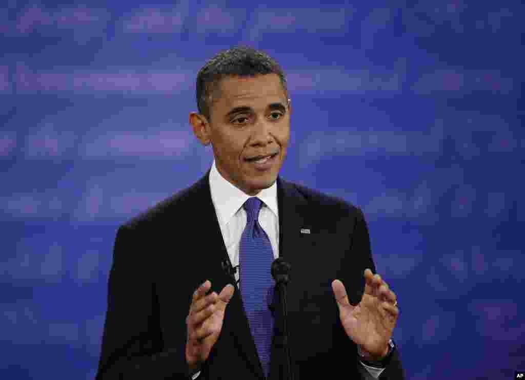 토론에서 발언 중인 민주당 바락 오바마 대통령.