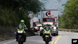 Amerika'nın Venezuela'ya gönderdiği yardımlar Kolombiya'nın sınır şehri Cucuta'ya ulaştı ancak Maduro ülkeye girişine izin vermiyor