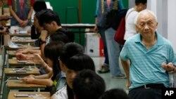 Pemungutan suara terkait reformasi demokrasi di Hong Kong.