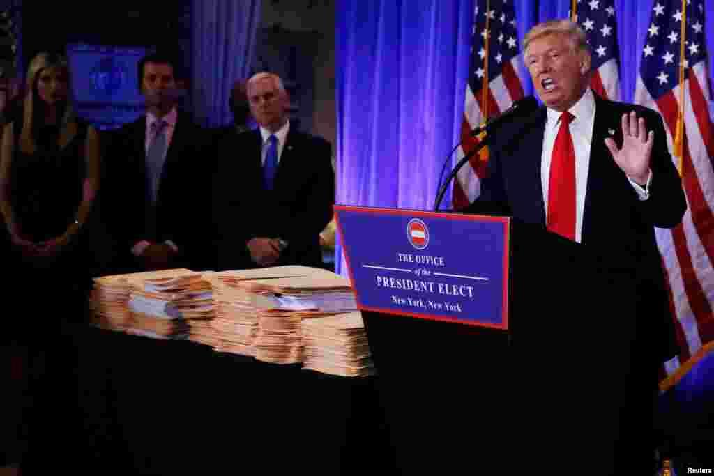 مایکل کوهن، وکیل رئیس جمهوری منتخب می گوید که ادعاها نادرست و با هدف آسیب رسانی به آقای ترامپ توسط مخالفین سیاسی او خلق شده است.