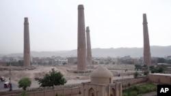 آرشیف: باوجودیکه هرات یکی از ولایت نسبتاً امن افغانستان به شمار می رود، این ولایت نیز گاه گاهی شاهد خشونت های مرگبار بوده است