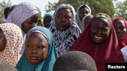 Para ibu dari siswi-siswi yang diculik menghadiri pertemuan di Chibok, negara bagian Borno (foto: dok).