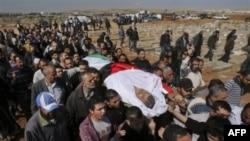 Hàng trăm người tham dự tang lễ của Khairi Saad, 55 tuổi, bị thiệt mạng trong các cuộc biểu tình chống chính phủ, tại nghĩa trang Hồi giáo ở Sahab, gần Amman, Jordan, 27/3/2011