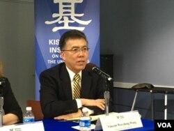 美国里士满大学政治系教授王维正(美国之音钟辰芳拍摄)