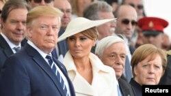 آنگلا مرکل صدراعظم آلمان (راست) و دونالد ترامپ رئیس جمهوری ایالات متحده در مراسم هفتادوپنجمین سالگرد نبرد نورماندی در پورتموث بریتانیا - ۱۵ خرداد ۱۳۹۸