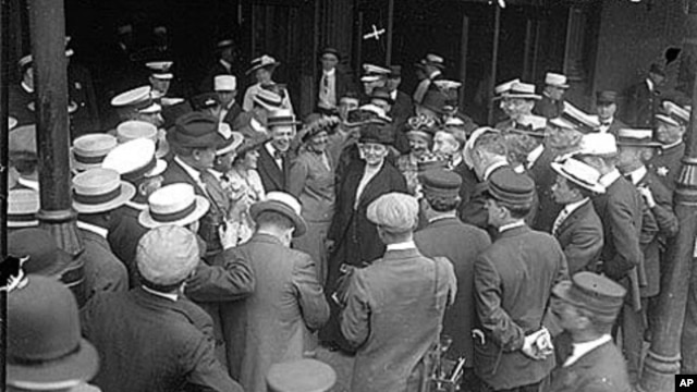 Jane Addams speaking to a crowd upon her arrival from the Netherlands after attending an international women's peace conference.