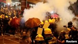 Al final de la marcha, los manifestantes ocuparon una importante avenida cercana al parlamento local y una gran multitud se concentró fuera de la sede central de la policía.