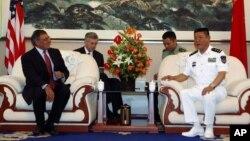 Bộ trưởng Quốc phòng Hoa Kỳ Leon Panetta hội kiến Phó Đô đốc Điền Trung, Tư lệnh Hạm đội Bắc hải, ngày 20/9/2012