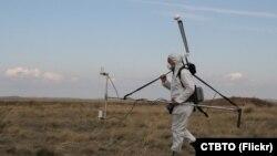 Инспектор Организация Договора о всеобъемлющем запрещении ядерных испытаний проводит проверку магнитного поля Земли после проведения подземного ядерного взрыва