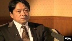 12일 도쿄에서 VOA 특파원과 인터뷰 중인 오노데라 이쓰노리 일본 방위상.