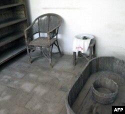 毛泽东喜爱游泳和洗澡,这是延安毛旧居内的木制澡盆