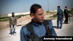Resulayn'da yan yana devriye gezen YPG savaşçıları ve Özgür Surlye Ordusu milisleri