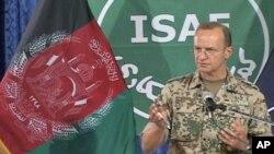 بلاتز گفت وضعیت افغانستان هنوزهم پیچده است و تلفات ملکی نیروهای افغان و ایساف قابل نگرانی است.