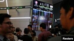 Suasana di bursa saham Indonesia, yang berkinerja terburuk di Asia saat ini.